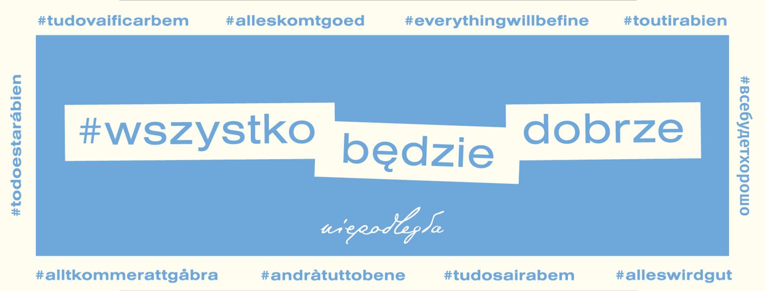 голубой баннер с надписью #wszystko będzie dobrze (#всё будет хорошо), вокруг надписи с тем же слоганом на разных языках