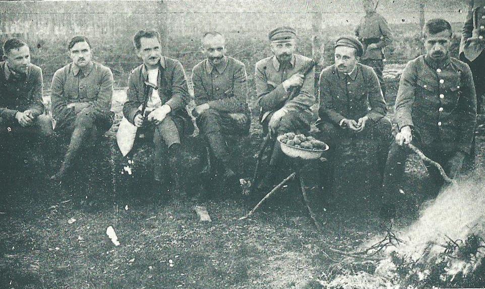 Oficerowie legionowi internowani w Beniaminowie. (domena publiczna)