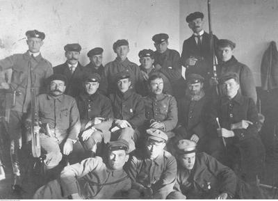 Fotografia zbiorowa czonkw Polskiej Organizacji Wojskowej ze zbiorw NAC sygn 22-198-6