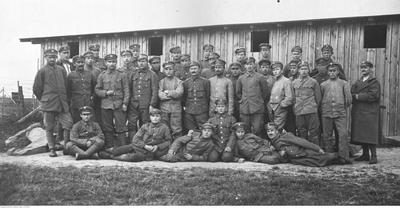 Grupa Legionistów internowanych w Szczypiornie (ze zbiorów NAC, 1-H-225-2)