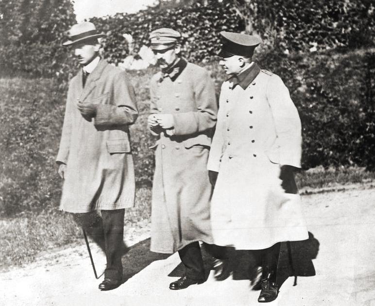 Piłsudski w czasie internowania w Magdeburgu (domena publiczna)
