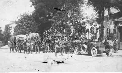 Polskie oddziały wycofujące się z okolic Tarnopola (ze zbiorów NAC, 1-H-375)