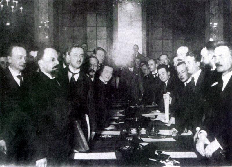 Podpisanie traktatu ryskiego (domena publiczna)