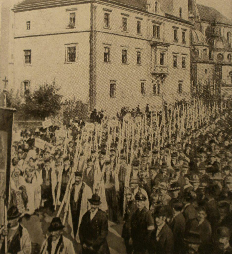 Protest przeciwko pokojowi w Brześciu Litewskim. Kraków, 16 lutego 1918. Domena Publiczna