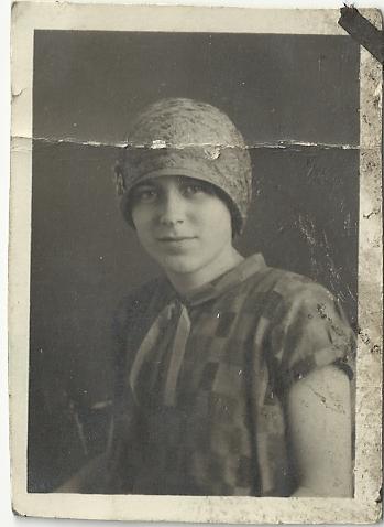 dama w kapeluszu z lat 20.