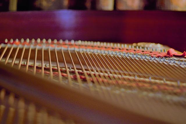 struny w fortepianie