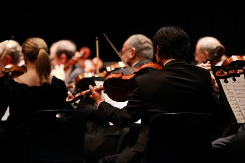 orkiestra, skrzypkowie od tyłu