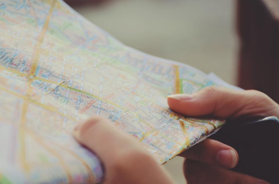 mapa w dłoniach
