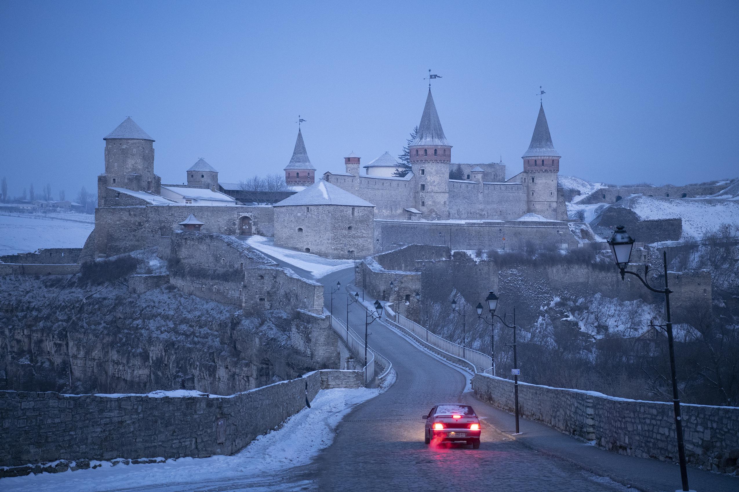 krajobraz przedstawiający Twierdzę w Kamieńcu Podolskim
