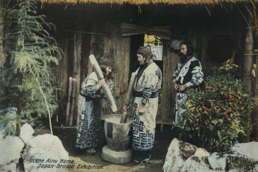 stare zdjęcie ludzi na wsi