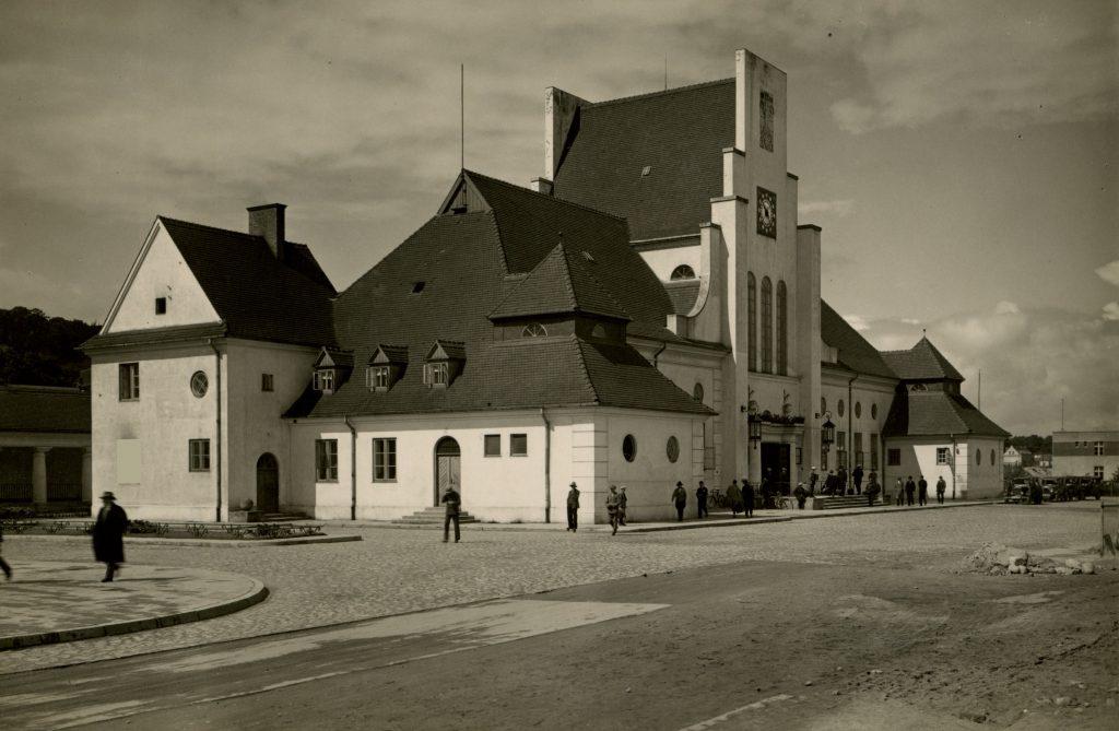 Dworzec w Gdyni w 1926 r., Fot. Henryk Poddębski, Biblioteka Narodowa w Warszawie