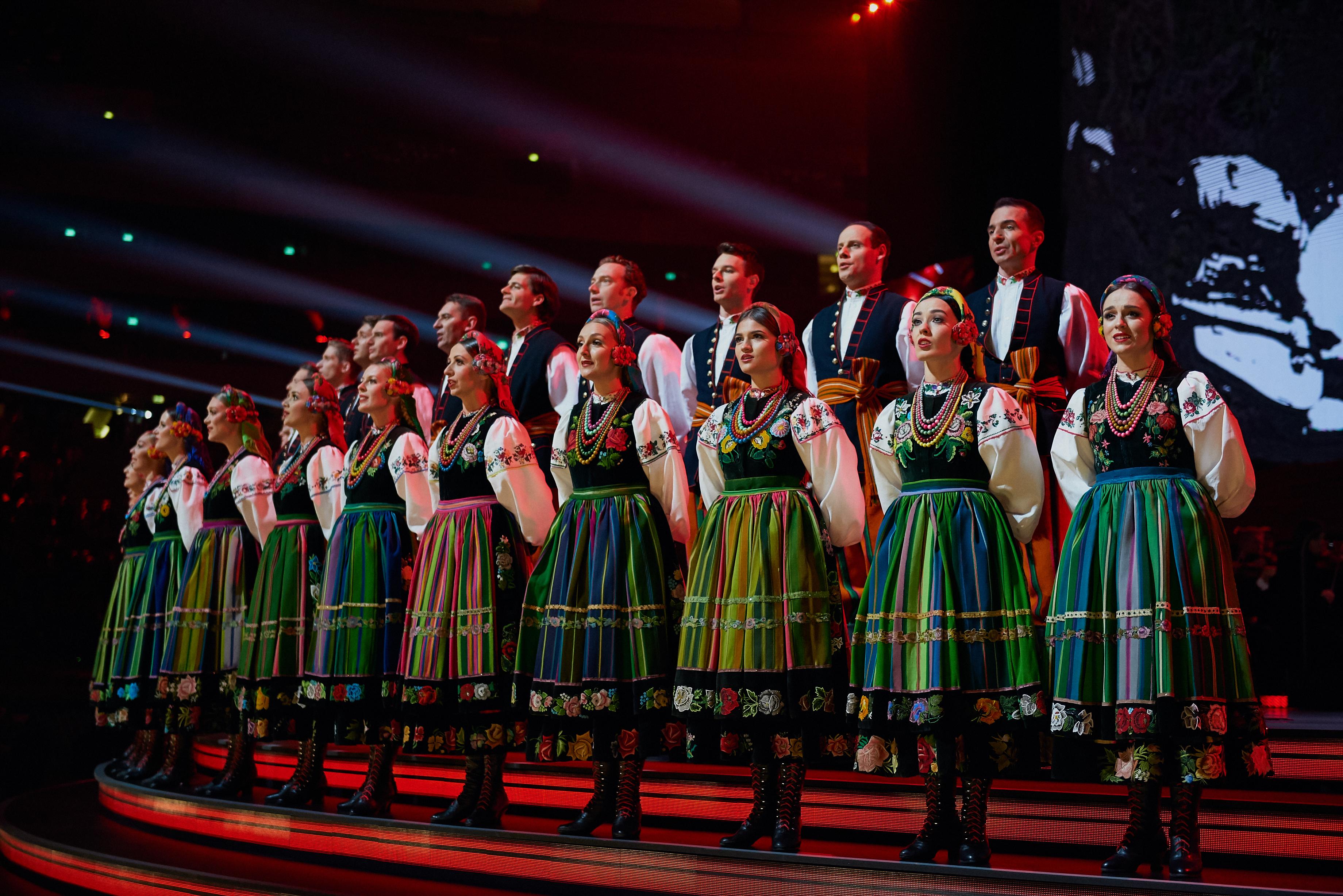 zespół Mazowsze w trakcie występu