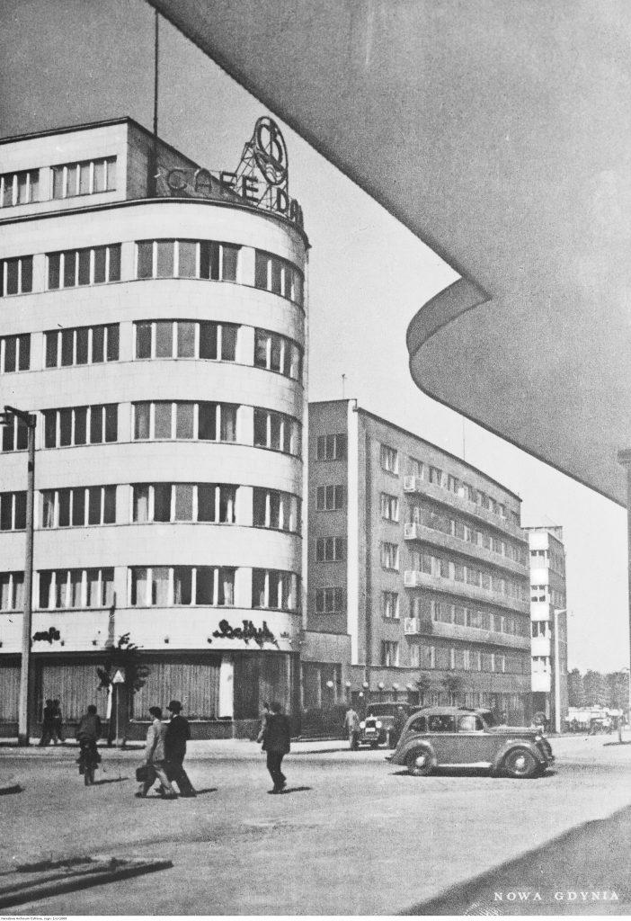 Widok gmachu Zakładu Ubezpieczeń Społecznych i kawiarni Bałtyk, po 1936 r., Narodowe Archiwum Cyfrowe