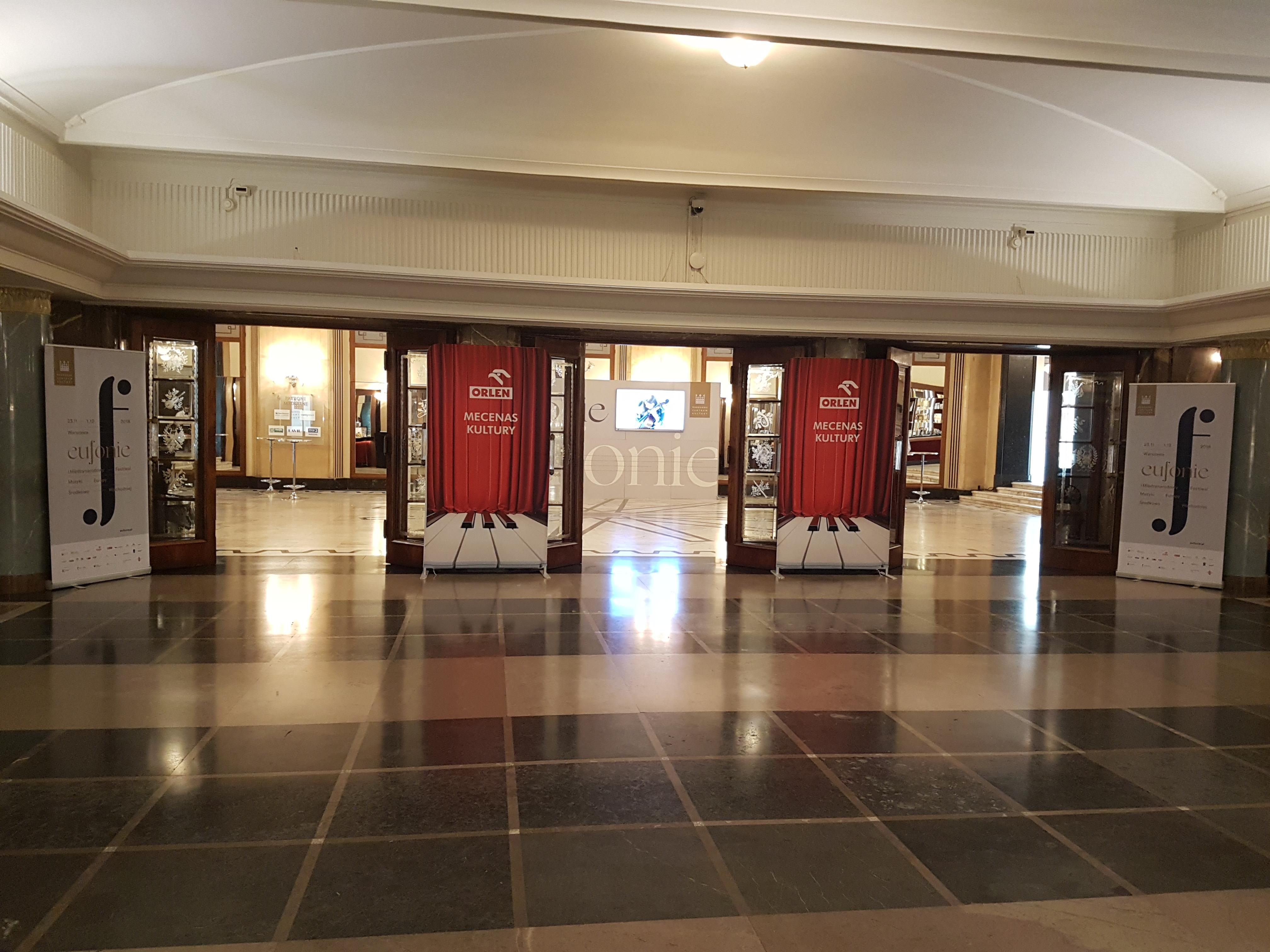 zdjęcie wejścia na salę koncertową