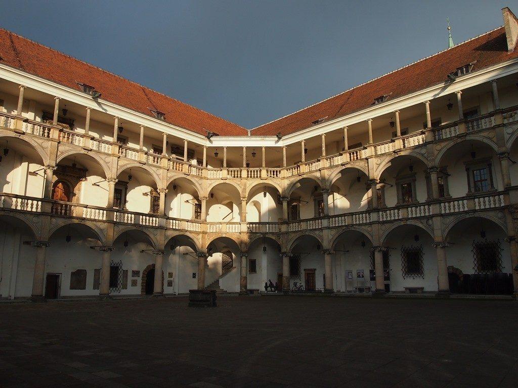 arkadowy dziedziniec zamku w Brzegu