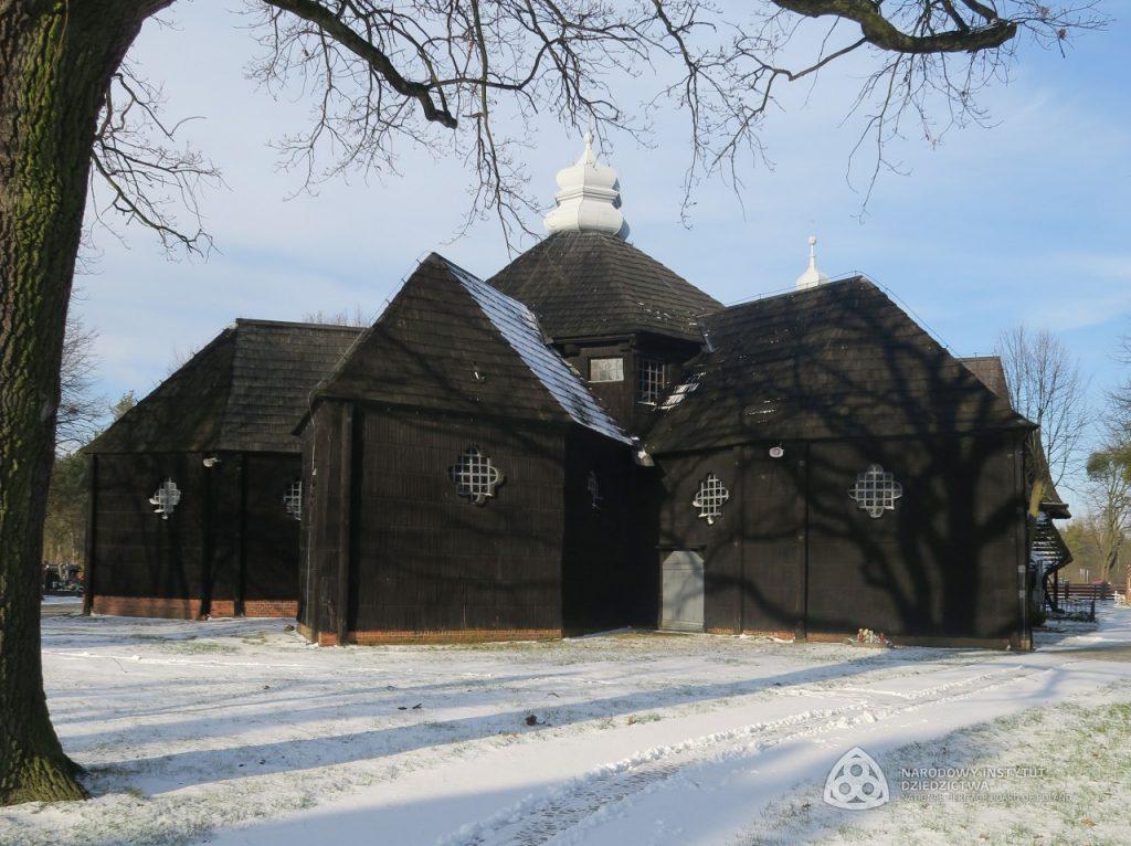 drewniana bryła kościoła