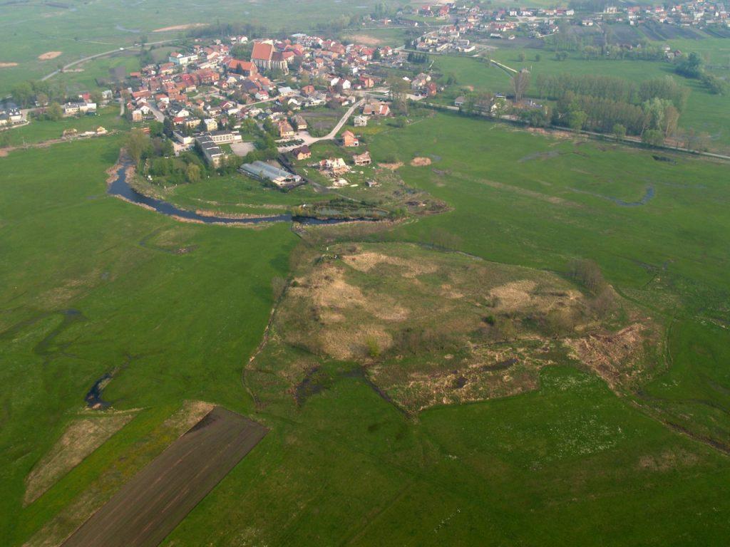 zdjęcie lotnicze Wiślicy i grodziska