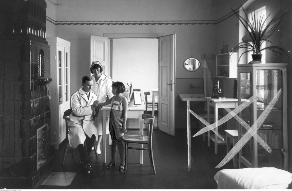 Poradnia Przeciwgruźlicza przy Ośrodku Zdrowia w Ciechocinku, 1931, fot. Narodowe Archiwum Cyfrowe