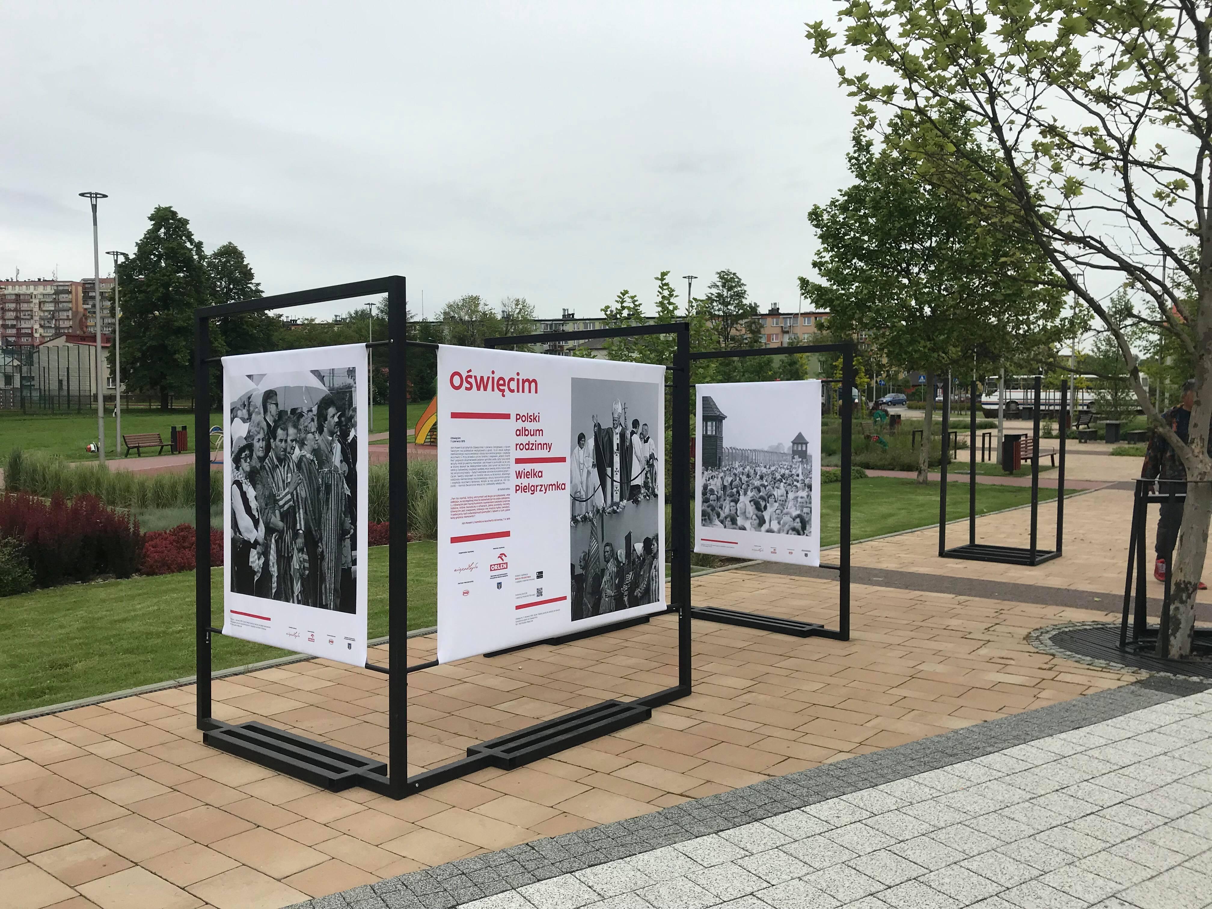 wystawa planszowa rozstawionka w Parku Zasole