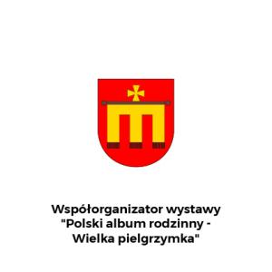 """Herb Kalwarii z dopiskiem na dole: Współorganizator wystawy """"Polski Album Rodzinny - Wielka pielgrzymka"""""""
