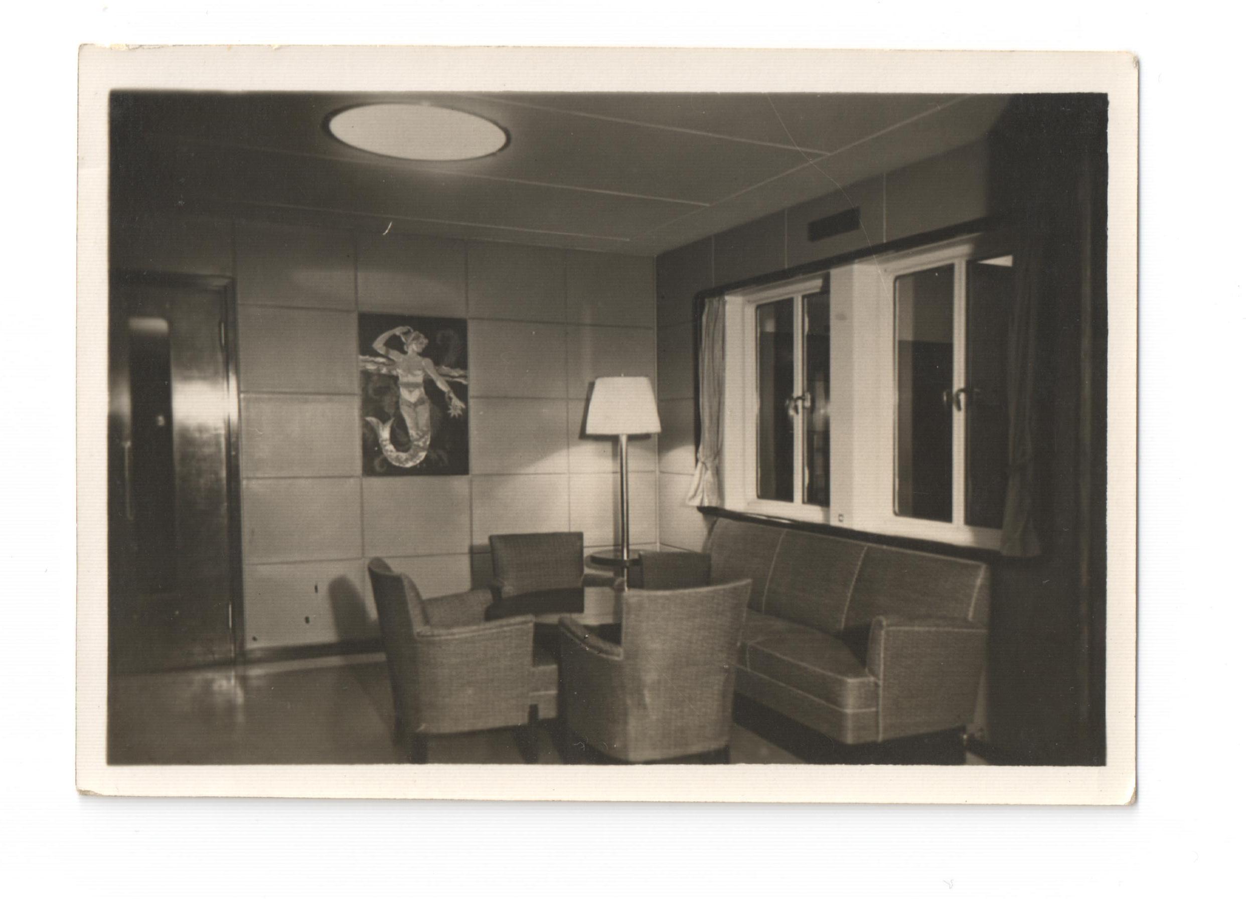 czarno-białe zdjęcie z wnętrza statku
