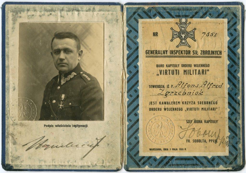 legitymacja, po lewej fotografia portretowa, po prawej tekst zaświadczenia