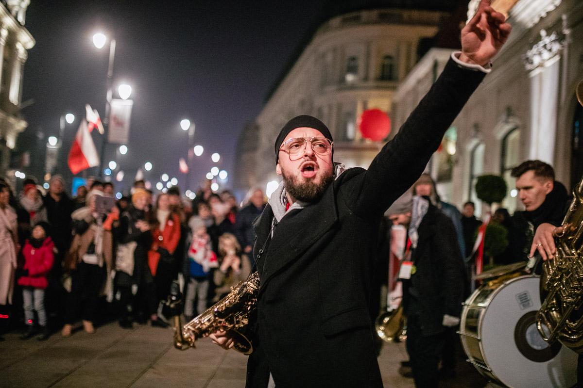 muzyk grają≥cy na ulicy