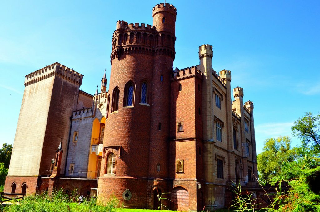 fotografia kolorowa przedstawiająca zamek w Kórniku