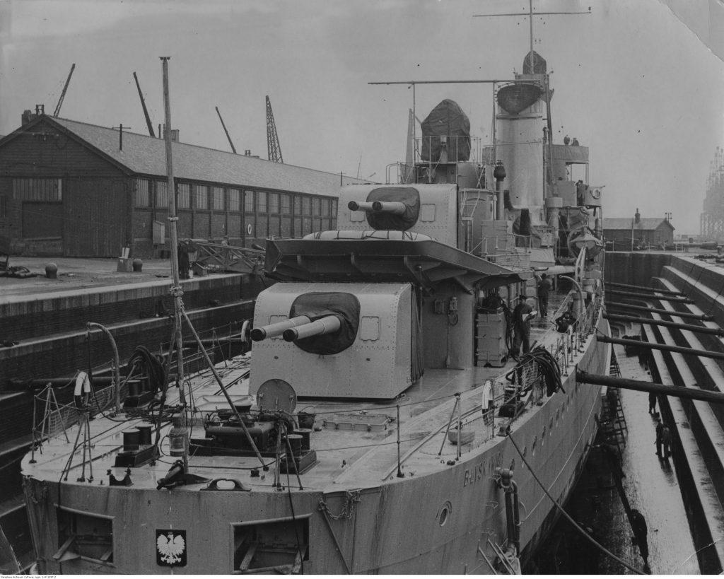 """Niszczyciel ORP """"Błyskawica"""" w doku wykończeniowym"""