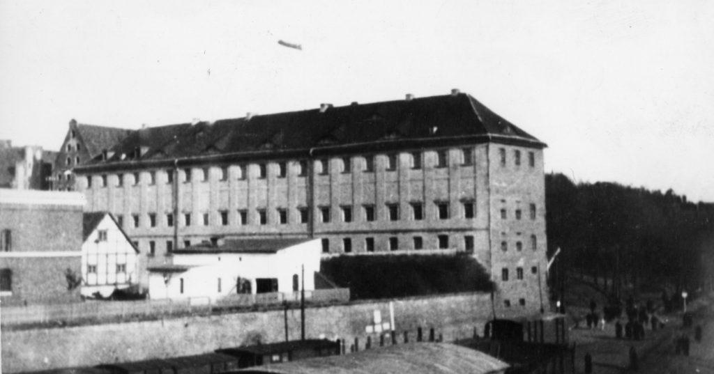 Druga siedziba Oficerskiej Szkoły Marynarki Wojennej, przemianowanej na Szkołę Podchorążych Marynarki Wojennej w Toruniu, tzw. koszary racławickie.