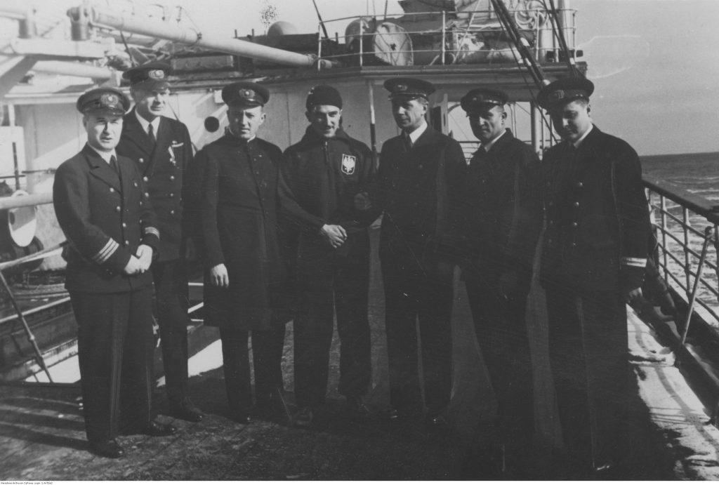 7 mężczyzn na pokładzie statku