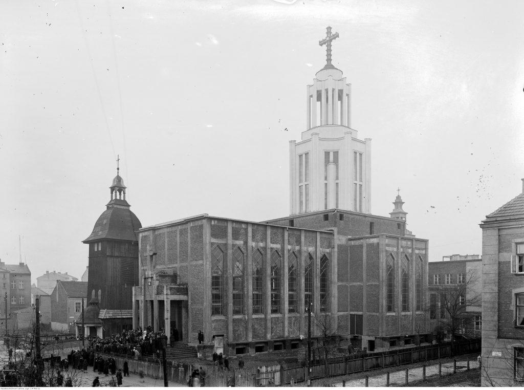 Widok zewnętrzny kościoła.