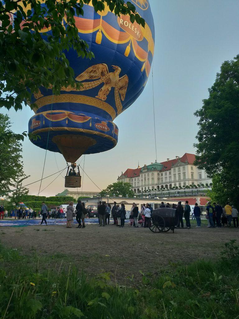 zdjęcie startującego balonu