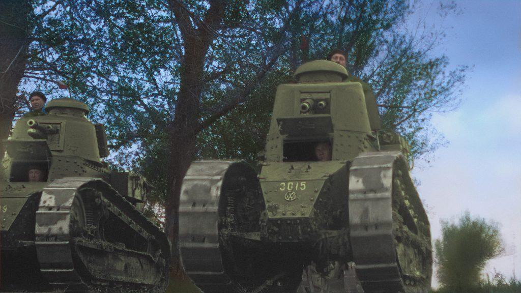 2 polskie czołgi, w tle drzewo