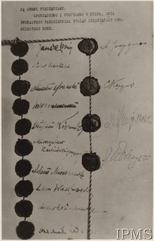 karta z pieczęciami i podpisami