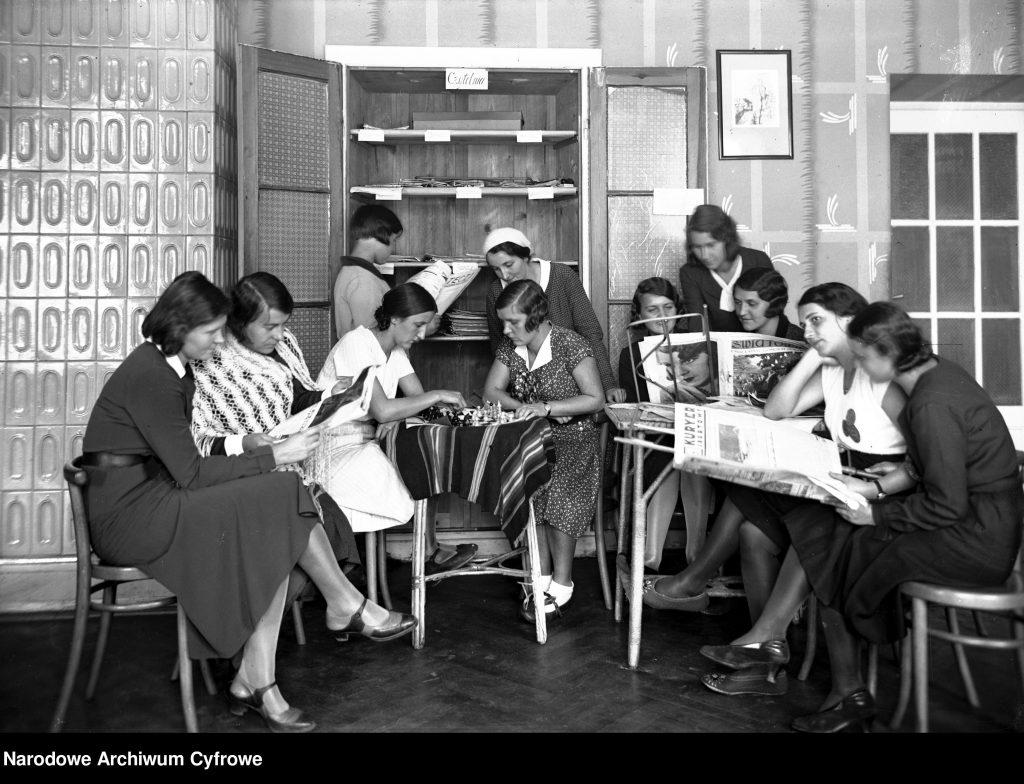 kobiety w czytelni