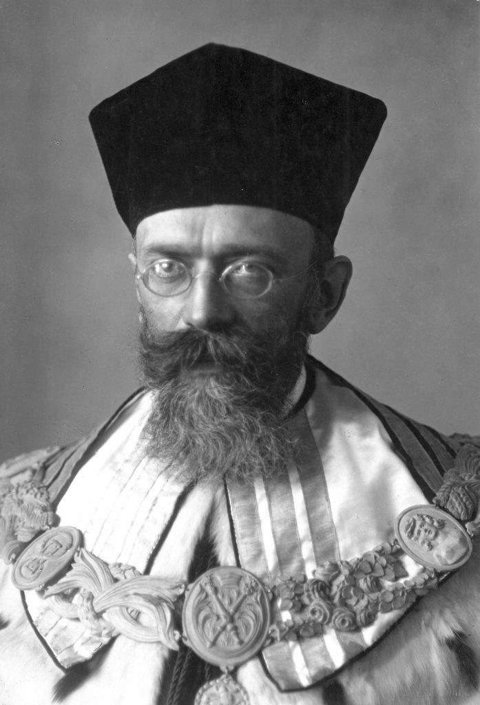 fotografia portretowa Siedleckiego w stroju akademickim