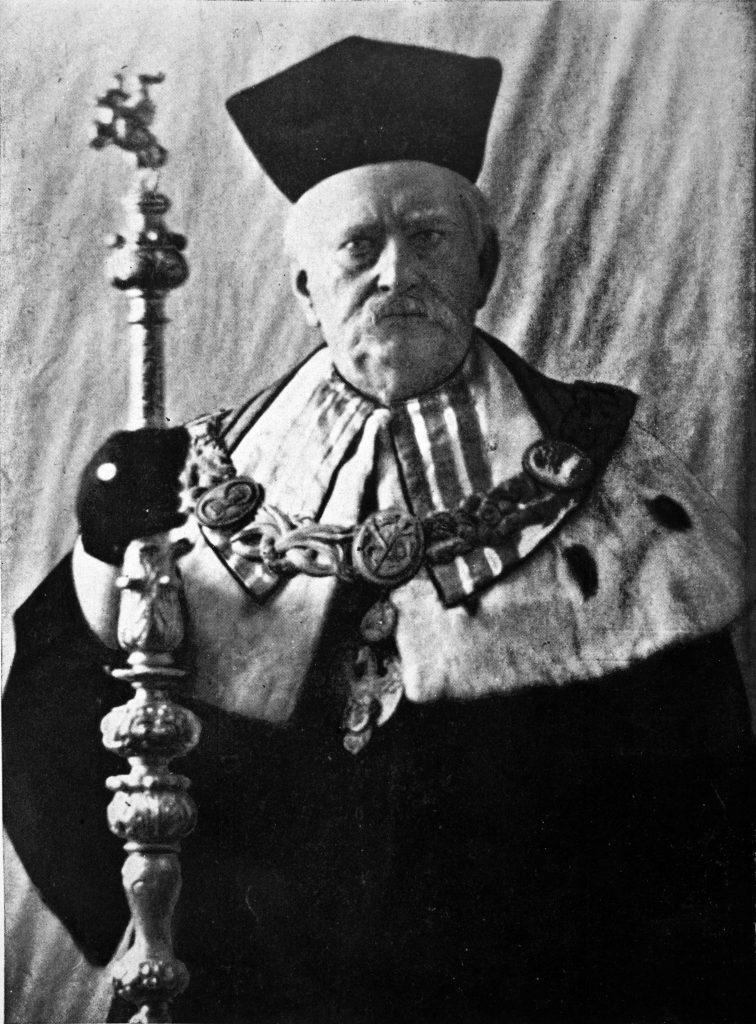 fotografia portetowa parczewskiego w stroju rektora