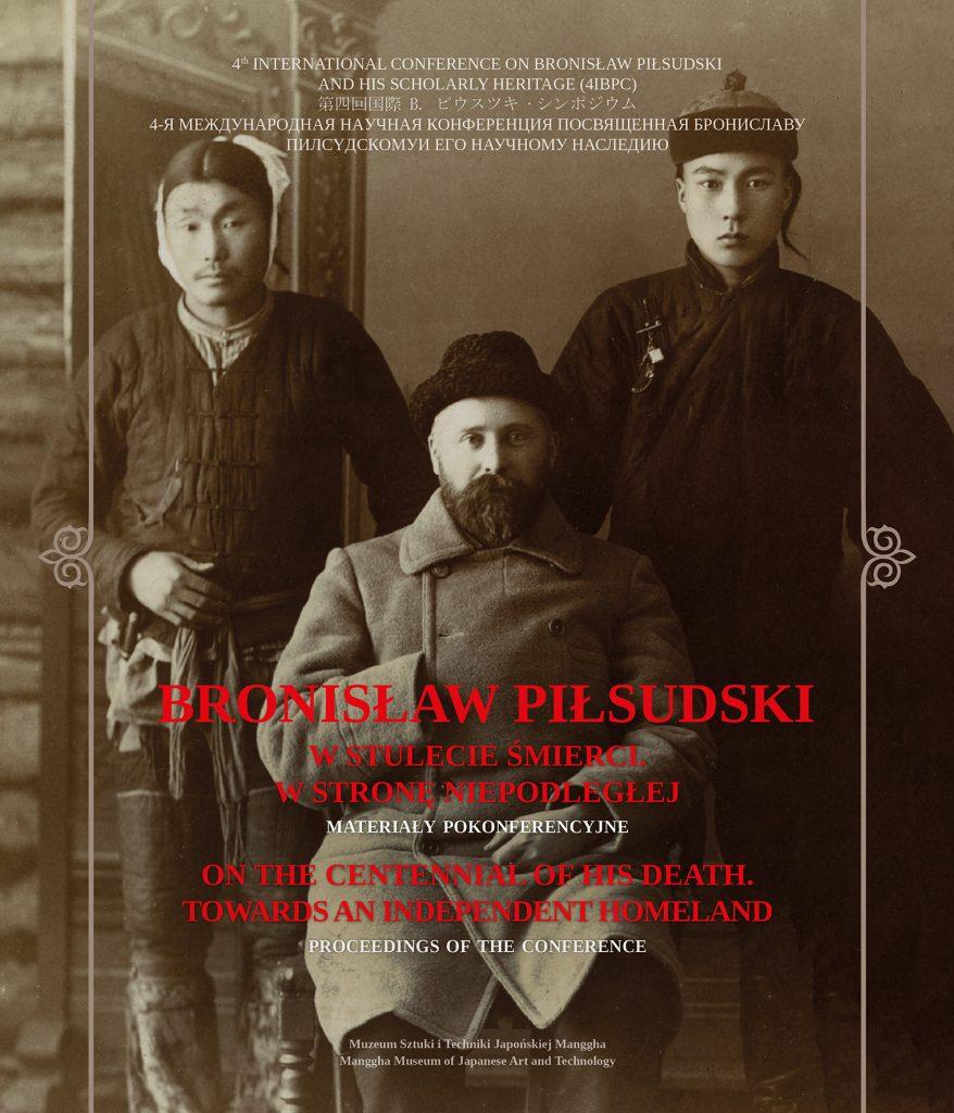 okładka książki, w tle zdjęcie bronisława piłsudskiego z 2 azjatami