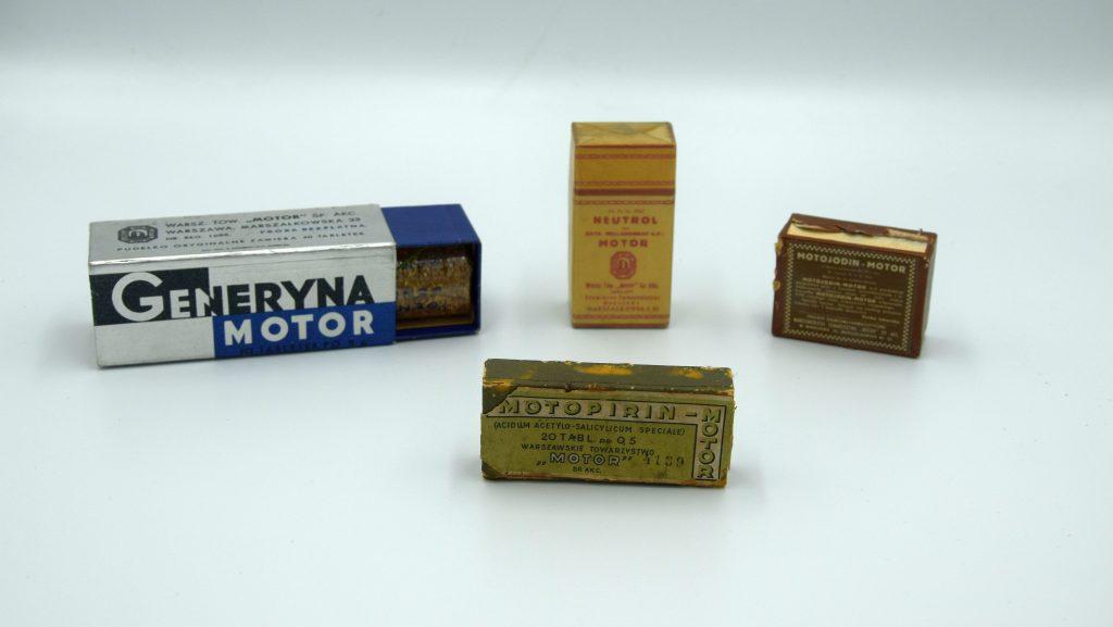 4 pudełka leków