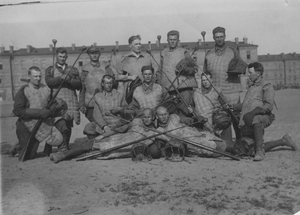 zdjęcie pozowane grupy żołnierzy