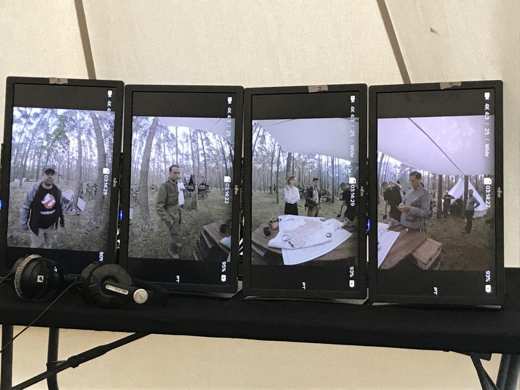 cztery ekrany pokazujące nagrywany obraz