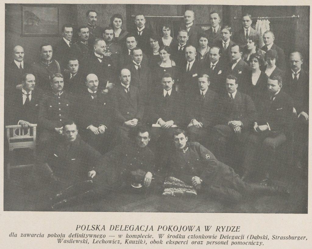 zdjęcie grupowe ludzi w eleganckich strojach