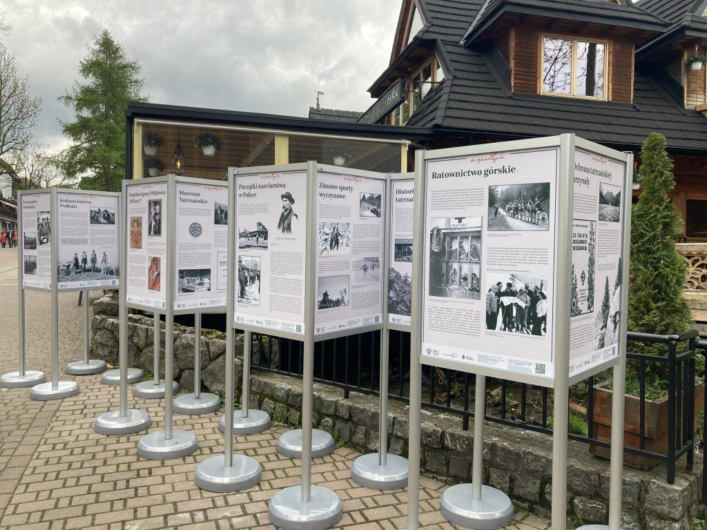 plansze wystawy w ekspozytorach