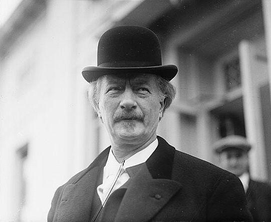 elegancki mężczyzna w kapeluszu