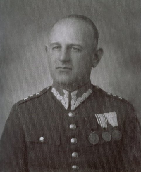 portret mężczyzny w stroju wojskowym