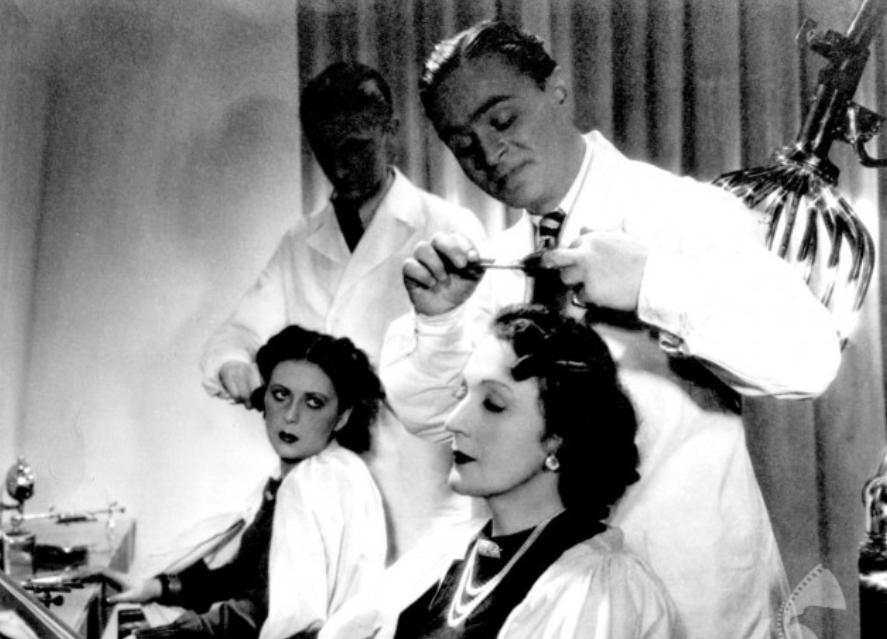 czarno-biały kadr z filmu