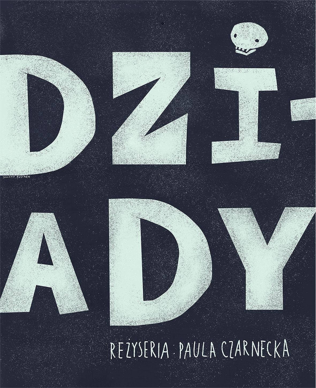 tytuł spektaklu dziady oraz reżyseria Paula Czarnecka na granatowym tle