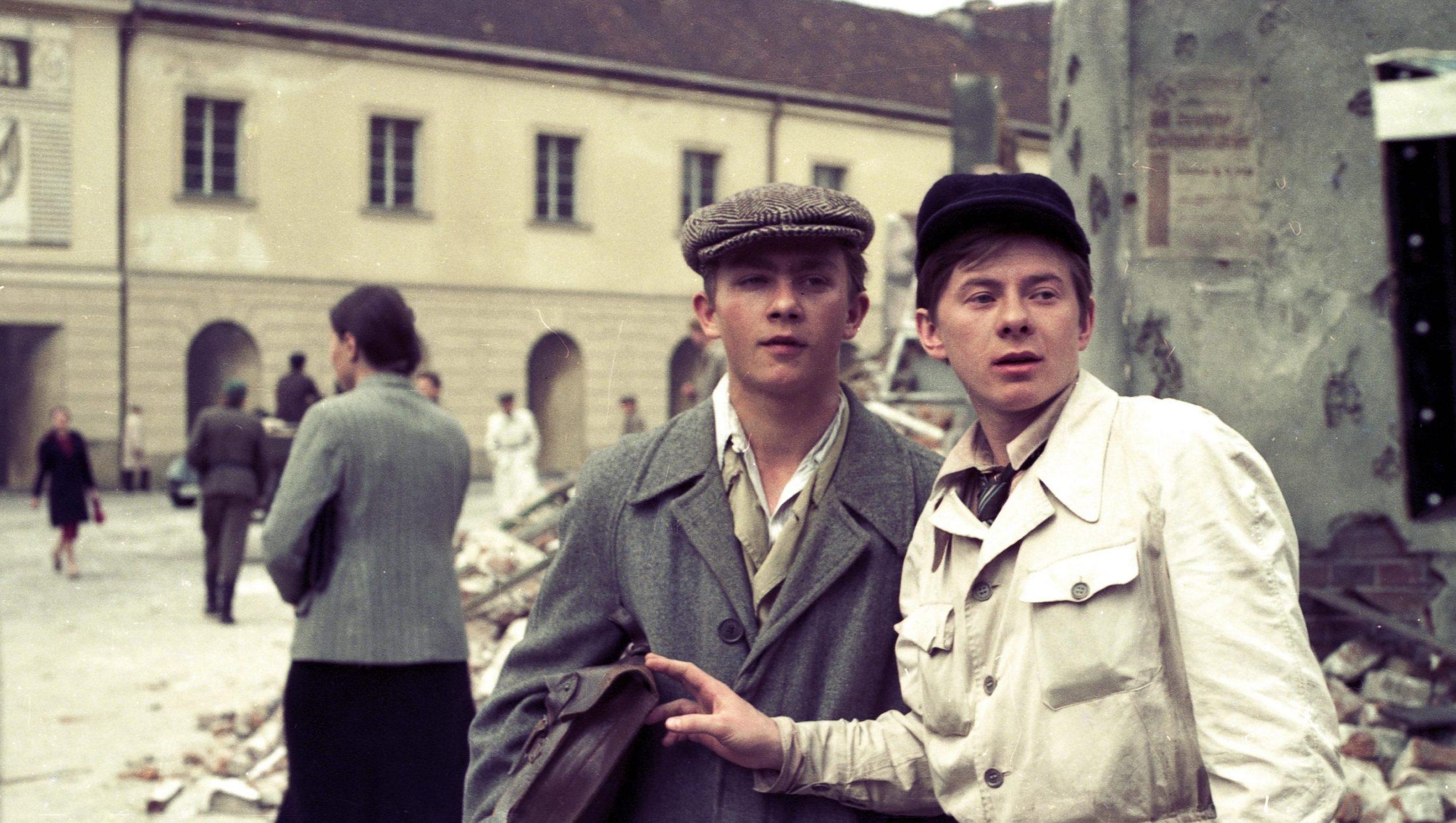 dwaj aktorzy na planie