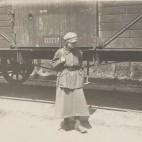 Warszawska Agencja Fotograficzna, Żołnierka na posterunku, 1920